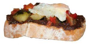4-tosta-de-morcicrim-con-pisto-trazada-sinsombra